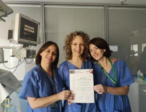 Enfermeras de la UCI de Pediatría del Hospital Materno Infantil reciben un premio por un estudio para prevenir secuelas en la piel en menores ingresados