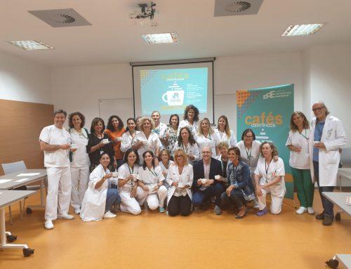 Enfermeras del Hospital Universitario San Cecilio asisten a la primera conferencia del ciclo «Cafés científicos»